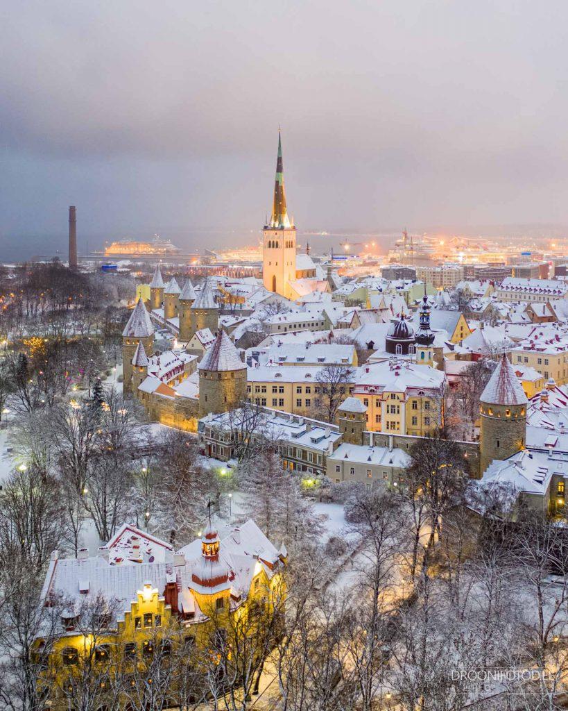Lumine Tornide väljak